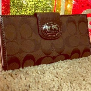 Beautiful Coach Wallet! *Excellent Condition*
